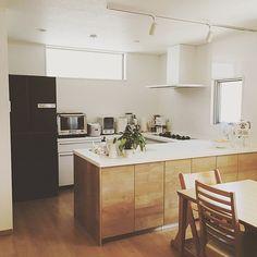 3LDKで、家族の、キッチン/ペニンシュラキッチン/リビングステーション/L型 キッチン/Lクラス/パナソニックキッチンについてのインテリア実例。 「家の中で一番お気に入...」 (2016-01-03 20:48:52に共有されました) Decor, Furniture, House, Interior, Table, Sweet Home, Kitchen Design