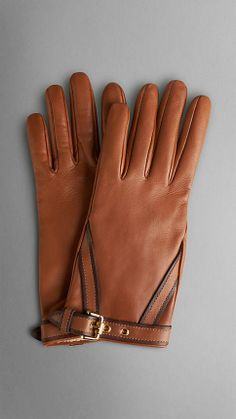 Discover the range of women's gloves & hats from Burberry. Shop from a variety of luxury gloves & hats featuring caps, gabardines, rain hats and more. Leather Gloves, Leather Wallet, Gloves Fashion, Hand Gloves, Brown Belt, Women's Accessories, Burberry, Bags, Fashion Top
