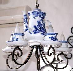 Delftsblue lamp in restaurant at Borispol