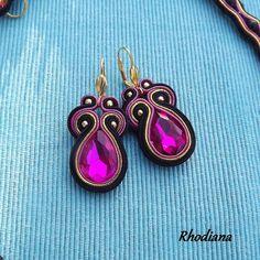 Rivoli Shades of Sky Soutache Earrings от RhodianaSoutache на Etsy Soutache Earrings, Tassel Earrings, Drop Earrings, Stones And Crystals, Crystal Beads, Native American Earrings, Quilling Jewelry, Black Gold Jewelry, Black Earrings