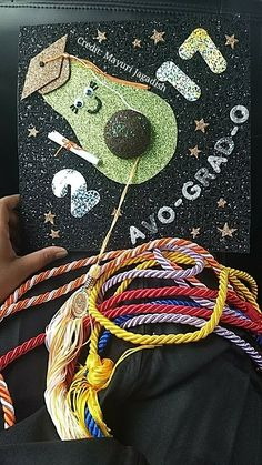 """ Top Easy Ideas "" my college graduation cap because I love avocados! Funny Graduation Caps, Graduation Cap Designs, Graduation Cap Decoration, College Graduation, Graduation Cards, Graduation Ideas, Grad Hat, Graduation Photoshoot, Cap Decorations"