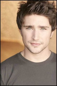 Kyle Brooks (Matt Dallas) His smile reminds me of Kyle! And I can see him being sassy like Kyle can be! Matt Dallas, Beautiful Boys, Gorgeous Men, Beautiful People, Amazing People, Absolutely Gorgeous, Pretty People, Beautiful Pictures, Matt And Blue