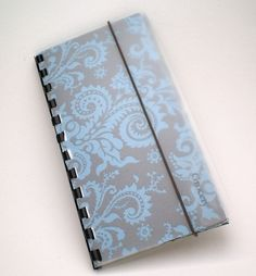 Budgeting wallet, think I can make this!  (laminated scrapbook paper envelopes, book binding and labels  =)