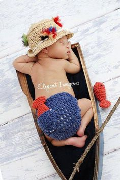 Baby Boy Fishing Hat & Diaper cover Newborn Photo by LandyKnits. if baby 2 is another sweet boy! Baby Set, Newborn Crochet, Crochet Baby, Hand Crochet, Baby Newborn, Crotchet, Newborn Pictures, Baby Pictures, Boy Fishing