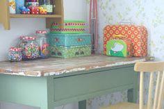 Helmen talossa: Lastenhuoneen työpöytä