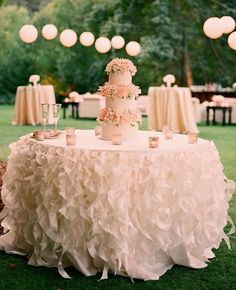 Stylish-Cake-Table-decorations-with-White-ruffles-linen.jpg 582×717 pixels