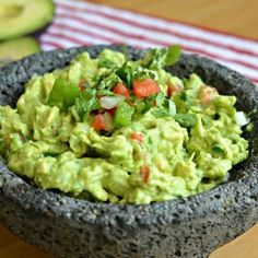 Guacamole is definitely a staple of Mexican cuisine. Even though Guacamole is pretty simple, it can be tough to get the perfect flavor – with this authentic Mexican guacamole recipe, though, you will Authentic Mexican Recipes, Mexican Food Recipes, Ethnic Recipes, Mexican Guacamole Recipe, Authentic Guacamole Recipe, Homemade Guacamole, Avocado Recipes, Healthy Recipes, Healthy Foods