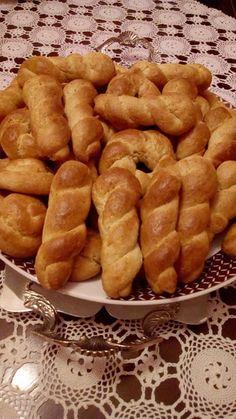 Greek Sweets, Greek Desserts, Greek Recipes, Cookbook Recipes, Sweets Recipes, Cookie Recipes, Koulourakia Recipe, Greek Cookies, Eat Greek