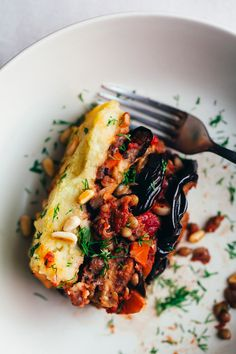 An incredibly savory and comforting, vegan moussaka recipe, with layers of silky eggplant, veggies and lentils, covered by a crispy layer of mashed potatoes. Veggie Recipes, Whole Food Recipes, Cooking Recipes, Healthy Recipes, Vegan Lentil Recipes, Recipes Dinner, Cheap Recipes, Dinner Ideas, Simple Recipes
