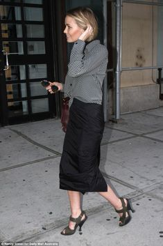 Lara Bingle shows off her slimmed down figure as she returns to work Office Outfits Women, Office Fashion Women, Work Fashion, Street Fashion, Women's Fashion, Office Wear, Office Uniform, Outfit Office, Outfit Work