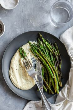 These brown butter asparagus spears are such a great appetizer to share with friends and family! Healthy but delicious, no one will be guilty to eat these! #asparagusrecipes #ketorecipes #ketoasparagus How To Cook Asparagus, Fresh Asparagus, Asparagus Spears, Carb Free Lunch, Real Food Recipes, Diet Recipes, Desserts Keto, Creamy Eggs, Low Carb Side Dishes
