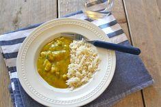 Ik ben zelf gek op rijst en ik maak dan ook graag gerechten met rijst, zoals deze slankere variant van kip-kerrie met rijst, heerlijk! Om het recept nog wat gezonder te maken kun je gebruik maken van zilvervliesrijst in plaats van witte rijst. Serveer er een lekkere salade bij en het avondeten is compleet! Tijd:...Lees Meer »