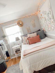 Dorm Room Designs, Room Design Bedroom, Room Ideas Bedroom, Girls Bedroom, Bedroom Inspo, Dream Bedroom, Bedroom Decor, Cozy Room, My New Room