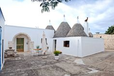 Bed & Breakfast in Cisternino, Italy. (URL HIDDEN)lovely cozy trullo in Cisternino's countryside. Our trullo is perfect for a couple or a family (max 4 people).      Far from the beaten tracks of mass tourism, surrounded by the enchanting scenery of the Valle d'Itria, Pietraviva is ju...