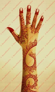 A simple and classy Dubai styled mehndi design has pretty small leaves with cute little flowers. http://adf.ly/271638/dubai-mehndi