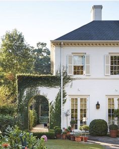 Modern decor french cottage homes exterior, Style At Home, French Style House, Spanish Style Houses, Spanish Style Interiors, Modern Cottage Style, French Country House, Style Blog, Exterior Design, Interior And Exterior