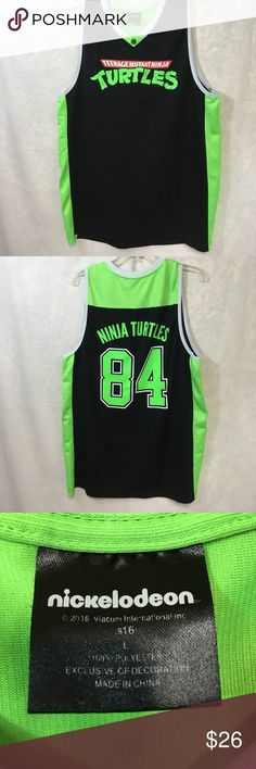 ♦️TMNT Basketball Shirt Excellent Condition.                                                 💯 Brand authentic.                                                 🖲 Use the offer button to negotiate.                    ✅ Bundle for discount Nickelodeon Shirts Tank Tops