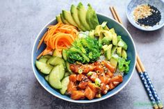 Salmon Poke Bowl - The Well Kitchen Sushi Recipes, Asian Recipes, Healthy Recipes, Avocado Recipes, Hawaiian Poke Bowl, Salmon Y Aguacate, Salmon Poke, Cooking Classes Nyc, Cooking School