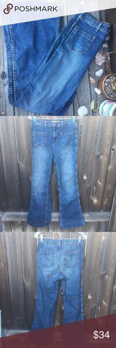 "J BRAND BETTE WIDE LEG FLARE DENIM JEANS SZ 29 J BRAND BETTE WIDE LEG FLARE DENIM JEANS SZ 29- waist 15"" inseam 31"" 2 front pockets 2 front pockets/ good condition! J Brand Pants Wide Leg"