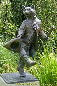 Den Haag - Puss in Boots bronze statue by Johan Keller (Den Haag Haag Bronze Sculpture, Sculpture Art, Street Art, Cat Statue, Garden Statues, Public Art, Cat Art, Netherlands, Illustration