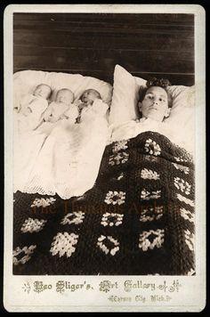 A mãe e dois dos bebes estão mortos.