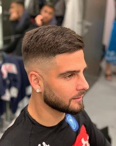 Taper Fade with short hairstyle - Short Haircuts For Men - Mens Hairstyles Fade, Side Swept Hairstyles, Cool Hairstyles For Men, Taper Fade Haircuts, Simple Mens Haircuts, Short Undercut Hairstyles, Teenage Boy Hairstyles, Vintage Hairstyles, High Fade Haircut