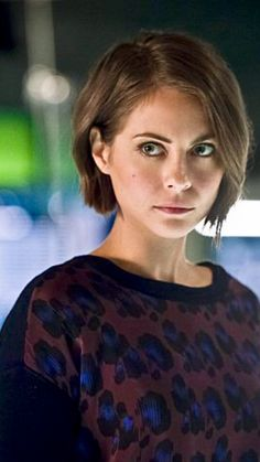 Prom Hairstyles For Short Hair, Messy Hairstyles, Willa Holand, Messy Hair Look, Thea Queen, Cw Series, Emo Girls, Badass Women, Silver Hair