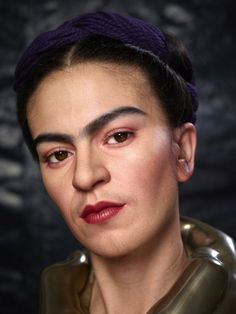 Frida Kahlo, Mexico's most famous woman artist best known for her numerous self-portraits, is portrayed once more as hyperrealist Kazuhiro Tsuji's latest subject. Tsuji, featured here o… Diego Rivera, Frida E Diego, Frida Art, Special Effects Makeup Artist, Mexican Artists, Cultura Pop, Famous Women, People, Beauty