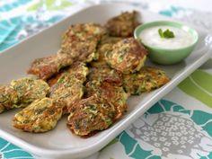 Feta-Zucchini-Frikadellen mit Joghurtdip ist ein Rezept mit frischen Zutaten aus der Kategorie Frikadellen. Probieren Sie dieses und weitere Rezepte von EAT SMARTER!