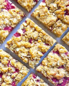 These Raspberry Oatmeal Bars are filled with a wonderful raspberry filling and topped with a buttery oatmeal topping. These bars make an amazing breakfast, snack or dessert! Smoked Salmon Breakfast, Breakfast Bagel, Breakfast Dessert, Breakfast Time, Raspberry Oatmeal Bars, Raspberry Filling, Raspberry Recipes, Easy Cheese Enchiladas, Mini Cheesecake Bites
