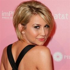 Find The Most Popular Short Hairstyles for Women Here. Short Haircut Pictures, Short Hairstyles Gallery The New Trendy, Celebrity and Salon Inspired Ideas for Hairstyles. Popular Short Hairstyles, Hairstyles With Bangs, Pretty Hairstyles, Short Haircuts, Hairstyle Ideas, Layered Hairstyles, Popular Haircuts, Hairstyles Haircuts, Medium Hair Styles For Women