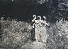 Au Jardin Fleuri, Constant Puyo, 1899 Lust For The Past Vintage Pictures, Old Pictures, Vintage Images, Old Photos, Vintage Dior, Vintage Love, Vintage Beauty, Vintage Black, Vintage Girls