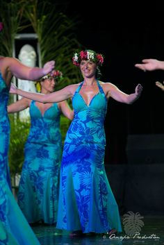 Polynesian Dresses, Polynesian Tribal, Tahitian Costumes, Aloha Party, Gala Dresses, Different Dresses, Ethnic Fashion, Dance Costumes, Dancers