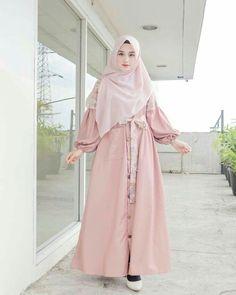 Hijab Style Dress, Modest Fashion Hijab, Street Hijab Fashion, Fashion Outfits, Muslim Women Fashion, Islamic Fashion, Hijab Fashion Inspiration, Mode Inspiration, Muslimah Clothing