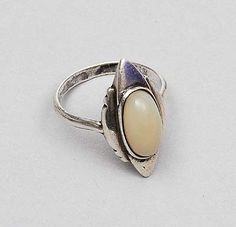 FONS REGGERS 1886-1962 - Silver ring with cabochon cut moonstone design execution ca.1925 the Netherlands