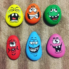 40 easy diy painted rocks design ideas for kids - stone crafts, rock crafts Rock Painting Patterns, Rock Painting Ideas Easy, Rock Painting Designs, Painting For Kids, Diy Painting, Pebble Painting, Pebble Art, Stone Painting, Stone Crafts