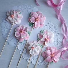 Meringue Pavlova, Meringue Desserts, Meringue Cookies, Lollipop Cake, Cupcake Cakes, Whipped Cream Cakes, Macarons, Halloween Cake Pops, Wedding Cake Pops