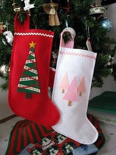 Felt Christmas Stockings - Gifts and Costume Ideas for 2020 , Christmas Celebration Christmas Stocking Decorations, Unique Christmas Stockings, Xmas Stockings, Felt Christmas Ornaments, Stocking Ideas, Felt Stocking, Diy Ornaments, Beaded Ornaments, Glass Ornaments