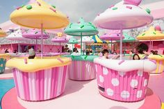 ❤Kawaii Love❤ ~I don't know where this is (guessing Japan) but I need to get here ASAP Love Cupcakes, Pastel Cupcakes, Cafe Design, Store Design, Tout Rose, Deco Restaurant, Ice Cream Parlor, Candy Store, Pretty Pastel