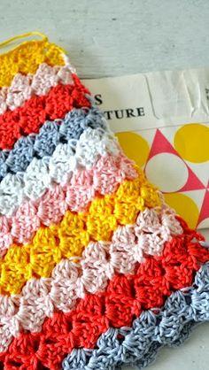 ingthings: Cute stitch to whip up a cute bag #make #diy #crochet #gift #summer #cute #kids