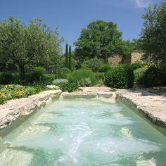 outdoor spa- Un spa en plein air Luxury Swimming Pools, Natural Swimming Pools, Dream Pools, Outdoor Swimming Pool, Pool Spa, Rustic Gardens, Outdoor Gardens, Outdoor Spa, Stone Around Pool