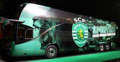 Carmen pinta o novo autocarro do Sporting Clube de Portugal