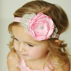 a6c5dd4ec5f4 Artículos similares a Baby headbands,Newborn Headband, Baby headband, Pink  baby headband,flower girl headband, rhinestone headband, Pink flower Easter  ...
