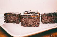 Diós-csokoládés kocka kókuszliszttel, Édesítőszerrel készült gluténmentes sütemény. Nagyon finom és sokáig eláll. Igazi csokibomba.