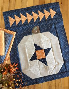 Pumpkin Sky Pillow: Let's feature a white pumpkin! Carried Away Quilting sews a white pumpkin for autumn, using her Pumpkin Sky pattern (includes instructions for wall hanging and pillow). Halloween Quilt Patterns, Halloween Quilts, Quilting Projects, Quilting Designs, Fall Sewing Projects, Quilting Tutorials, Quilting Ideas, Quilt Block Patterns, Quilt Blocks
