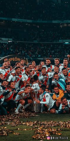 River Plate 2018 campeón de la copa libertadores Escudo River Plate, Sports Shoes For Girls, Fifa Football, River I, You'll Never Walk Alone, Gymnastics Girls, Sports Wallpapers, Carp, Neymar
