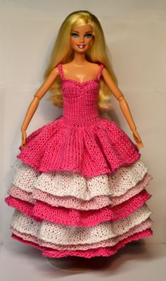 Barbie dress pattern that is knitted with layers. Barbie Knitting Patterns, Knitting Dolls Clothes, Barbie Clothes Patterns, Crochet Barbie Clothes, Knitted Dolls, Knitted Doll Patterns, Dress Patterns, Barbie Gowns, Barbie Dress