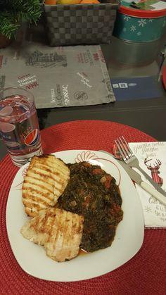 R1 ZIUA 1 PROTEINA Piept pui la gratar+spanac Inabusit cu ceapa si cu rosii Rina Diet, Steak, Food, Bedroom, Essen, Steaks, Meals, Yemek, Eten