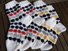 Lady in red: Marimekon räsymattosukat Yarn Projects, Knitting Projects, Projects To Try, Knitting Ideas, Knitting Charts, Knitting Socks, Marimekko, Fair Isle Knitting, Lady In Red