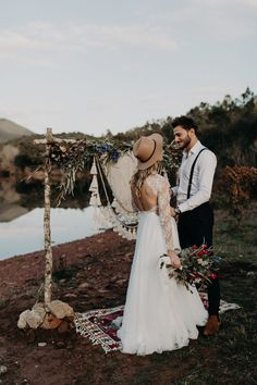 This elopement inspo has the coziest folk style   Image by Lesley S. Photography